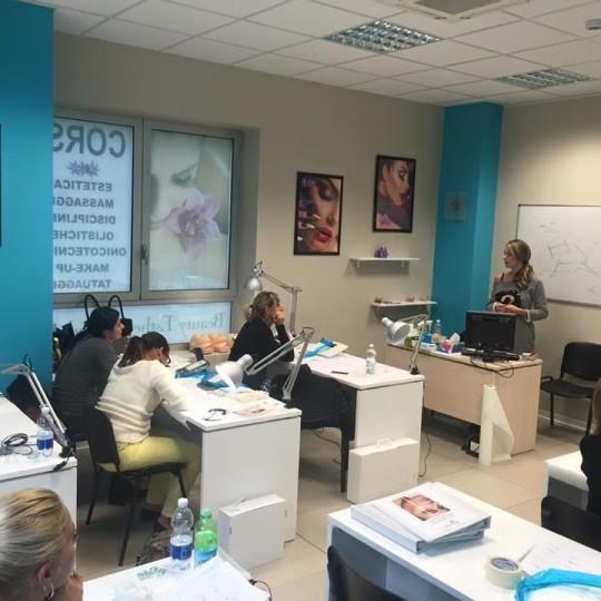 Corso di dermo pigmentazione alla scuola di estetica Bea